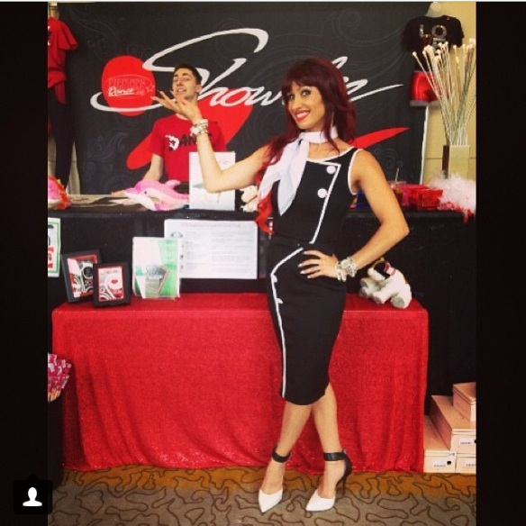 Melia black white red booth